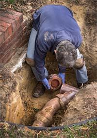 plumber performing sewer repair in san pedro ca